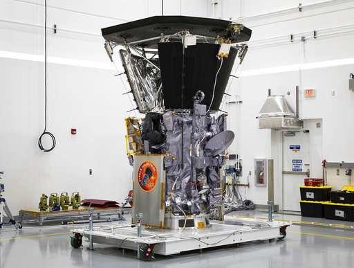 美国宇航局的派克太空船首次接近太阳.jpg