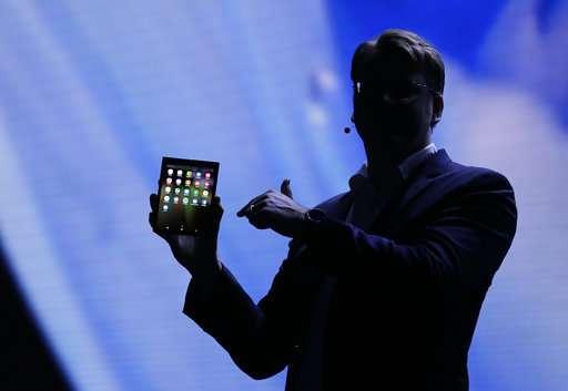 智能手机制造商将可折叠屏幕作为下一个重要的事情.jpg
