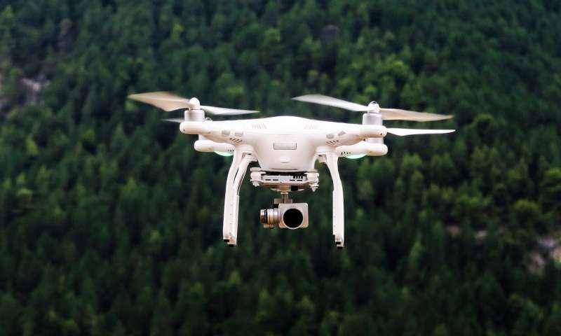 无人机通过有限的通信协作探索场景.jpg