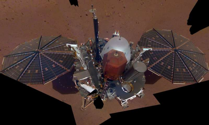 InSight Mars登陆器发回它的第一个自拍照.jpg