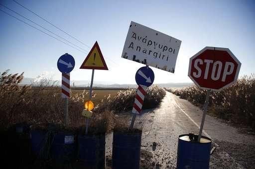 沉没的希腊村庄突显了国家对煤炭的依赖.jpg