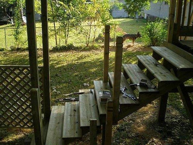 如何建造木制步梯.jpg