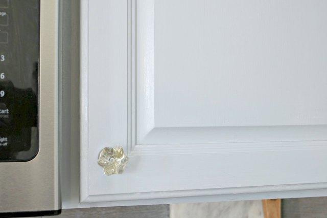 如何使用DIY脱脂剂喷雾清洁厨房橱柜中的油脂5.jpg