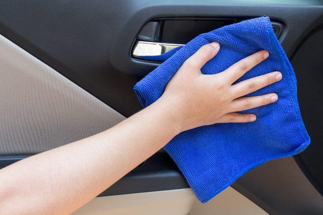 10个令人震惊的简易DIY解决方案 让您的汽车保持干净.jpg