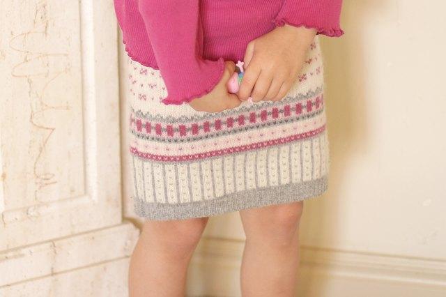 如何用旧毛衣制作小女孩的裙子.jpg