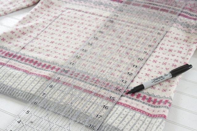 如何用旧毛衣制作小女孩的裙子1.jpg