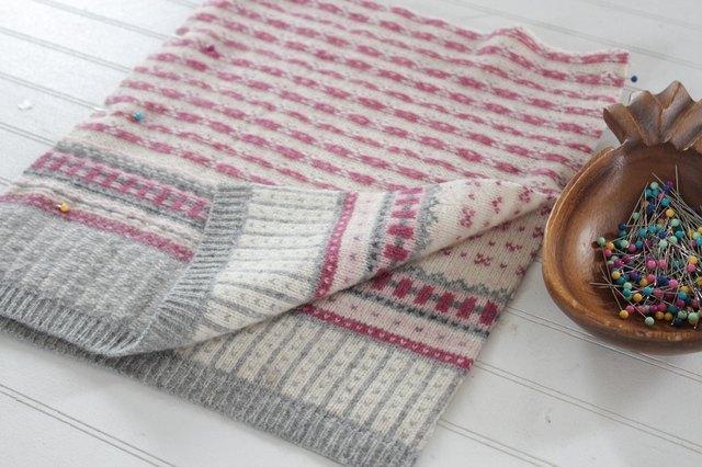 如何用旧毛衣制作小女孩的裙子2.jpg