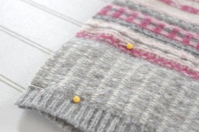 如何用旧毛衣制作小女孩的裙子21.jpg
