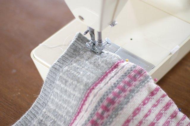 如何用旧毛衣制作小女孩的裙子22.jpg