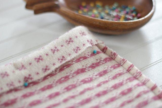 如何用旧毛衣制作小女孩的裙子3.jpg