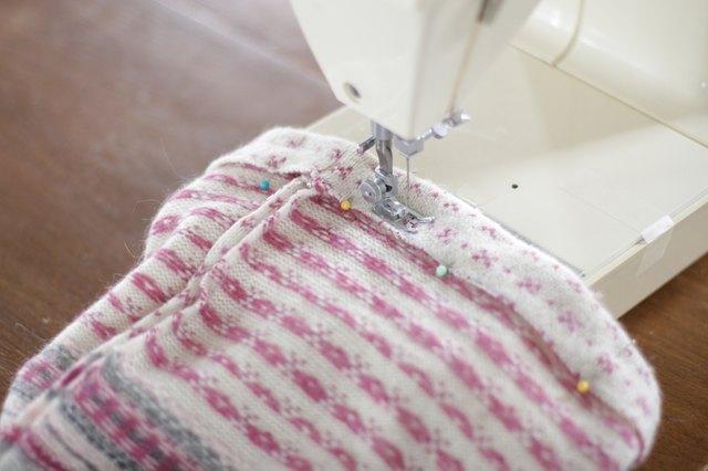 如何用旧毛衣制作小女孩的裙子31.jpg