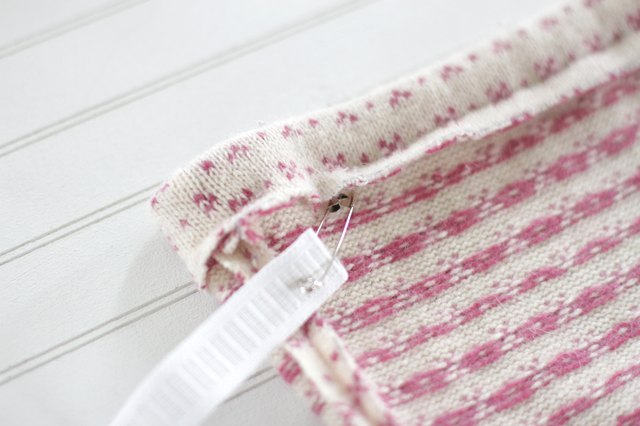 如何用旧毛衣制作小女孩的裙子41.jpg