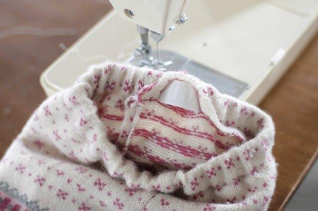 如何用旧毛衣制作小女孩的裙子51.jpg