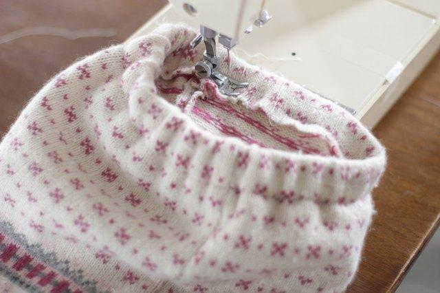 如何用旧毛衣制作小女孩的裙子52.jpg