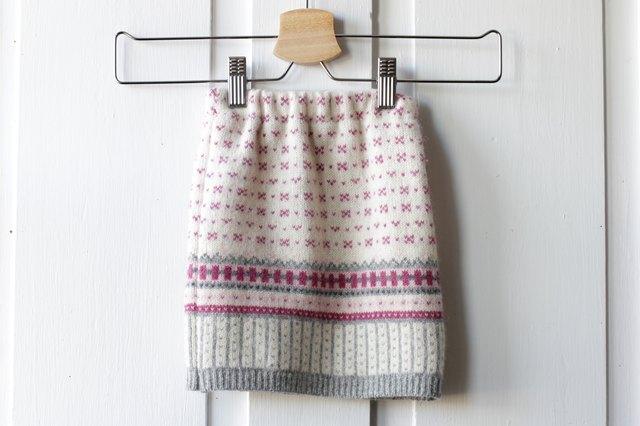 如何用旧毛衣制作小女孩的裙子53.jpg