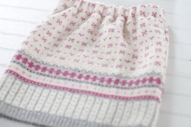 如何用旧毛衣制作小女孩的裙子54.jpg