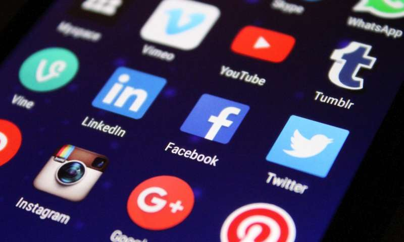 过度使用社交媒体与吸毒成瘾相媲美.jpg