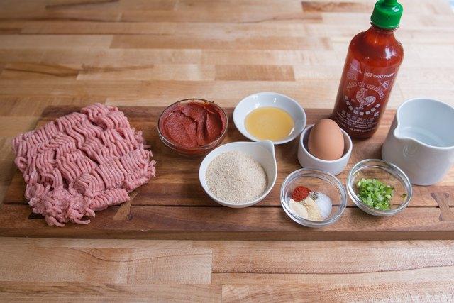 制作轻巧的Sriracha土耳其肉丸thing.jpg