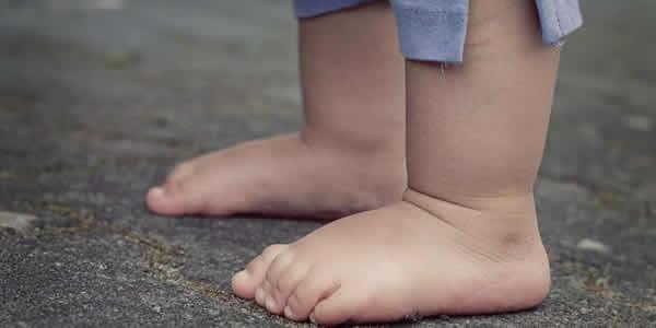 向前迈进了解人类的脚.jpg